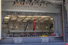 DDH-184 護衛艦 かが デッキサイド式エレベータ 格納庫開口部 _2