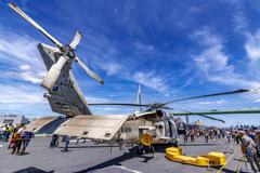 DDH-184 護衛艦 かが 哨戒ヘリコプター SH-60K _1