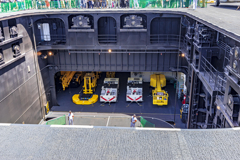 DDH-184 護衛艦 かが インボード式エレベータ開口部 車庫
