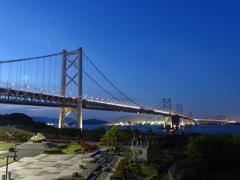 静かに朝を待つ大橋