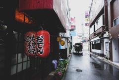 雨の日の路地