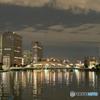 隅田川、佃エリア ー 永代橋、夜 ー ビル周辺の明かりと川面