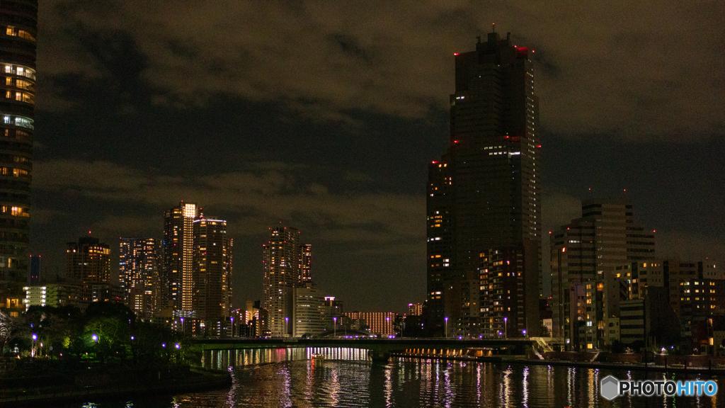 隅田川 佃エリア ー 中央大橋から 夜の空 暗い建物たち