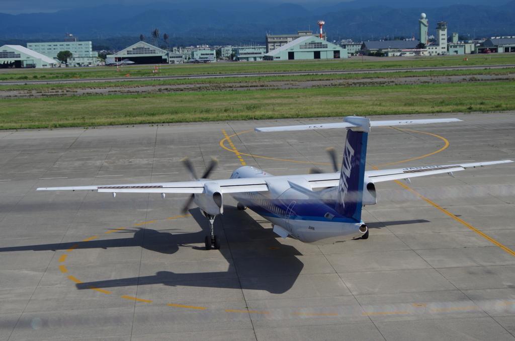 小型機のターミナル前Uターン4