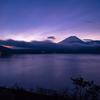 富士山 空は白み一日は始まる