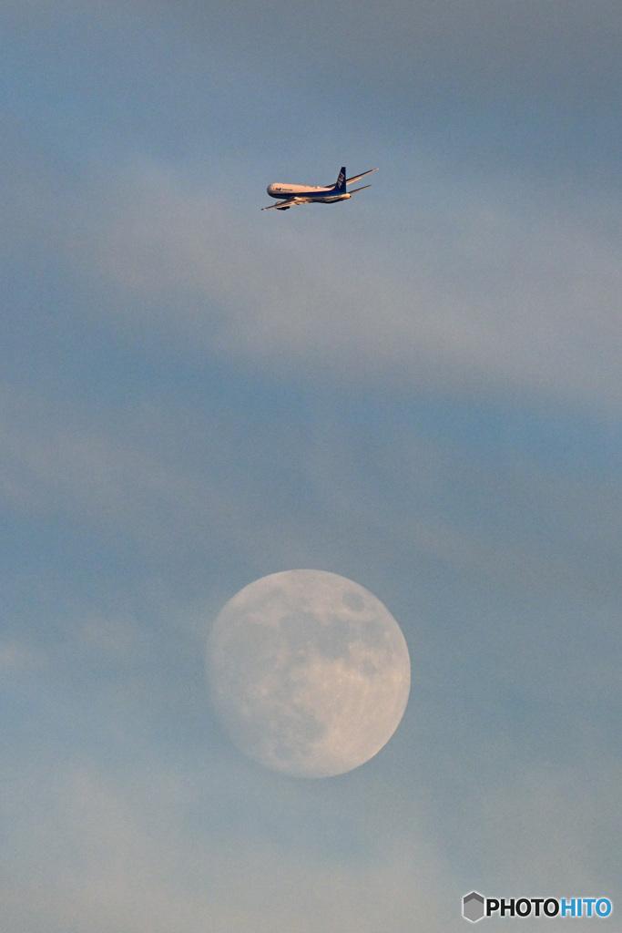 月を超えて!