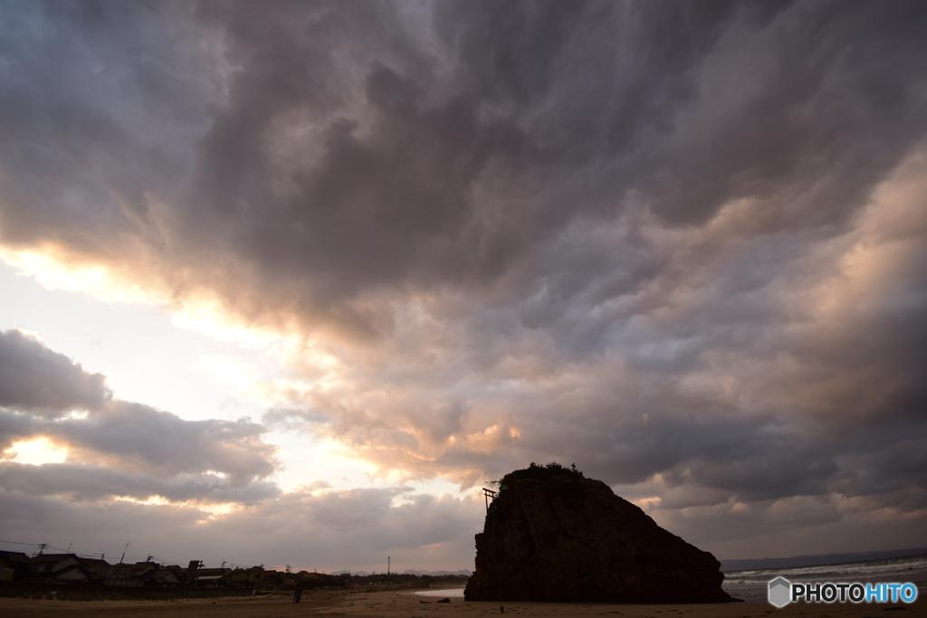 稲佐の浜 弁天島  朝焼け