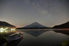 新月の精進湖