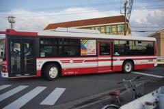 カーブする京阪バス