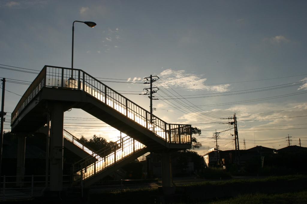 光る歩道橋