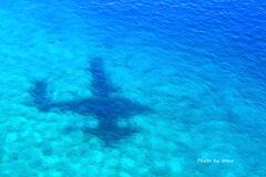 海底を泳ぐ飛行機