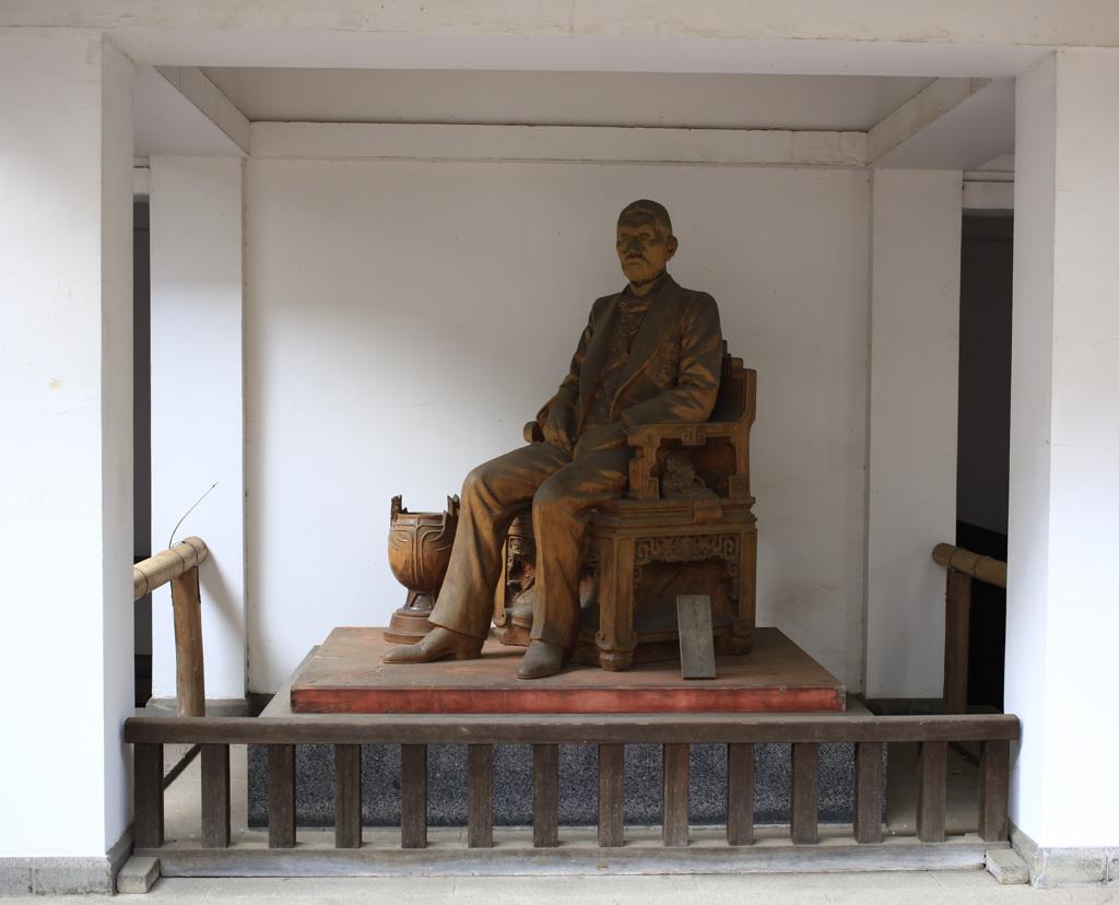 東京芸術大学のある木造の彫刻