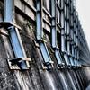 汚れたコンクリートと鉄骨が連なっていて都市の舞台裏みたいな風景だった