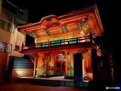 夜の観音寺の門