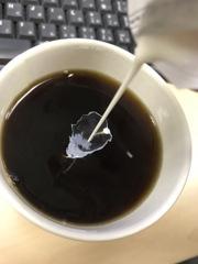 コーヒーにミルクは?