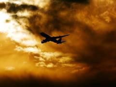 夕焼け空と飛行機
