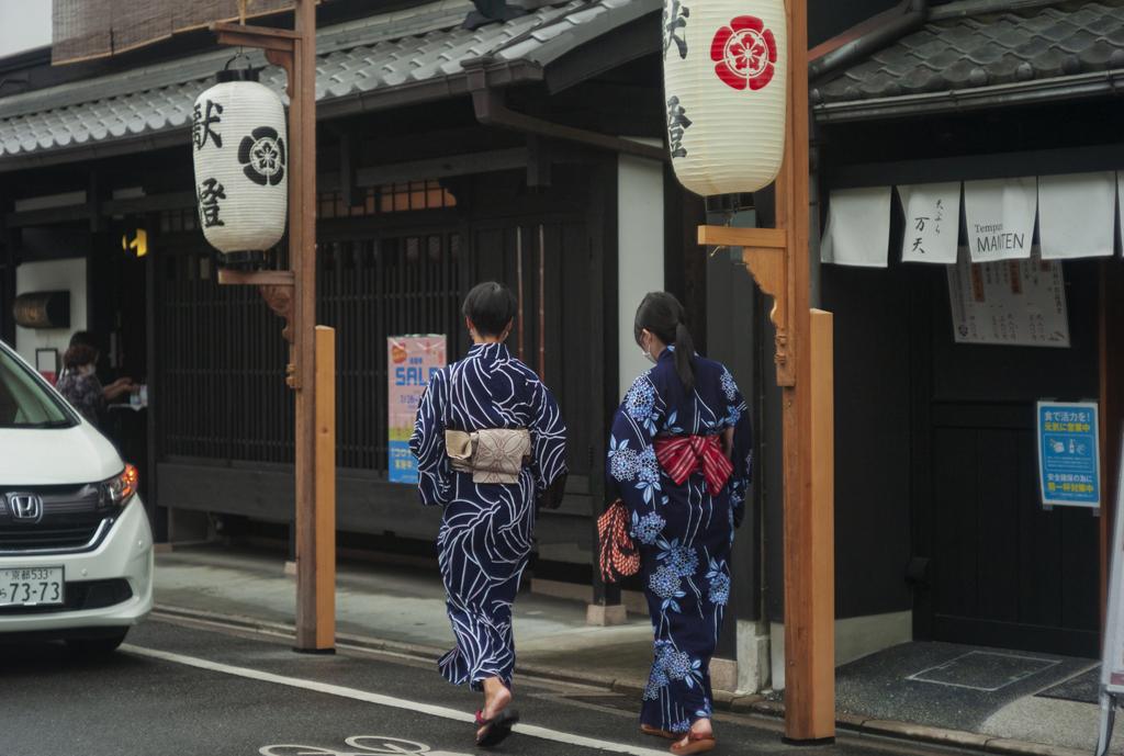 天然もの浴衣 --大阪ミナミではまず見かけない^^;