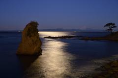 秋谷立石の月光Ⅱ
