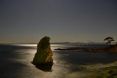 秋谷立石の月光Ⅰ