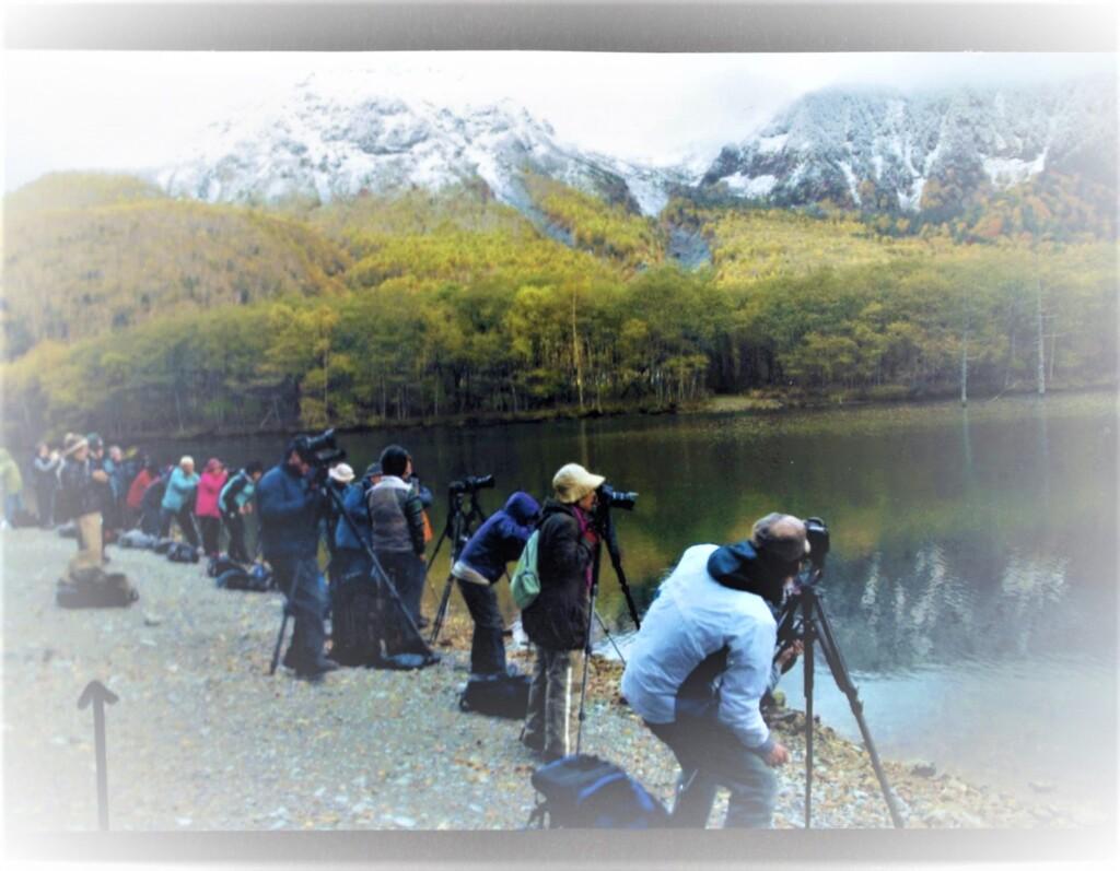 大正池の紅葉と雪