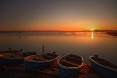 沼の日の出