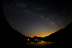 天の川に流れ星