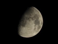 上弦の月 4/23  0:31am