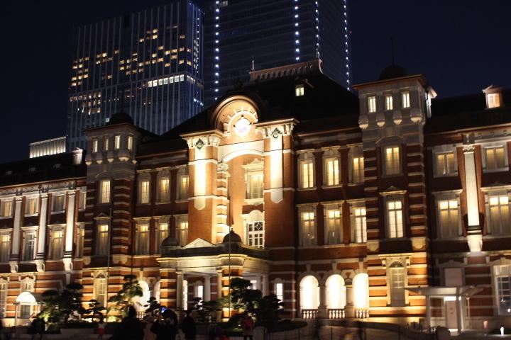 【初心者】次からは三脚を買うと決意するに至った東京駅近影