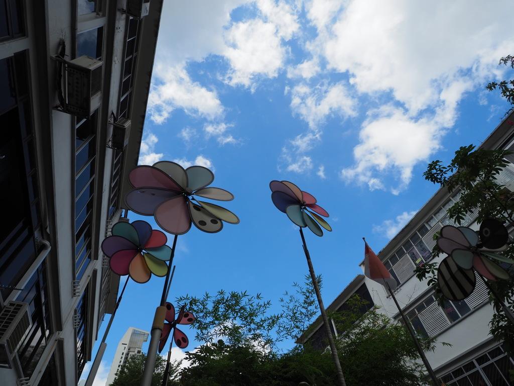 風車と青空と