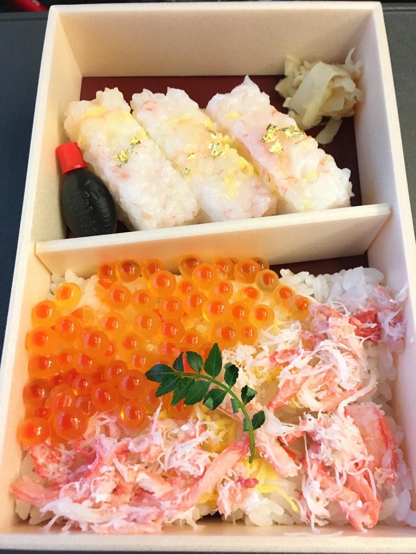 カニのお寿司といくらかにのちらし寿司