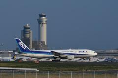 羽田B滑走路上がり ANA B-777 と管制塔