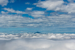 曇と曇の間から米山