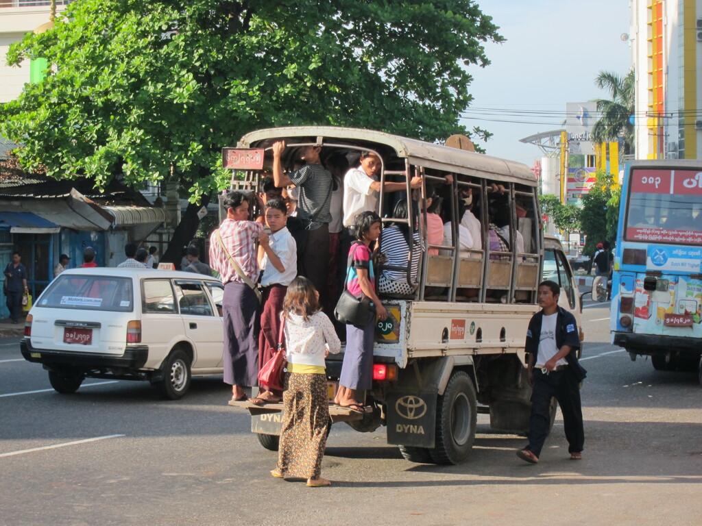 ヤンゴンの朝