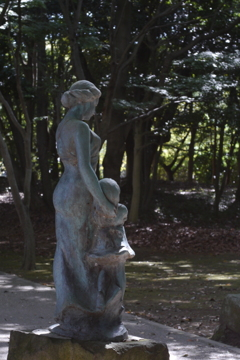 The statue of a mother and her daughter