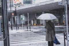 大雪と老人