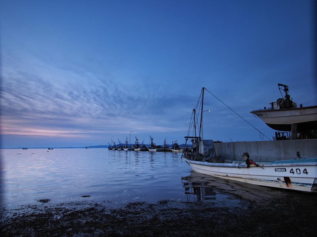 港の日の出前
