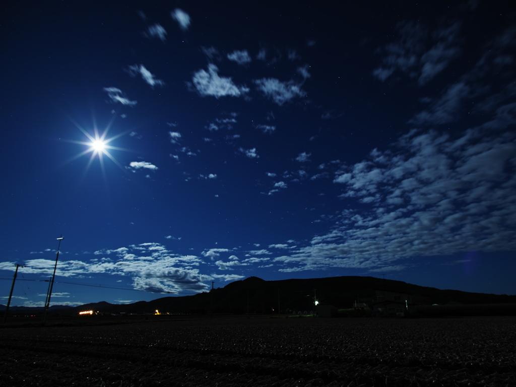 満月の夜空