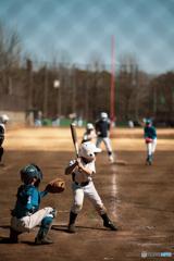休日の昼下がり、野球少年たち