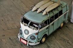 レトロおもちゃ。たぶんVWのワゴン車。