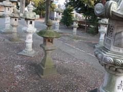 境内の石灯籠