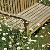 花に囲まれた長椅子:カラー版