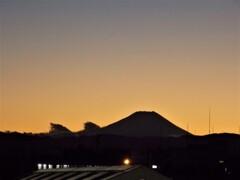 夕暮れ:富士山のシルエット(河口湖)