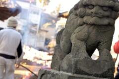 珍しいデザインの狛犬さんと、どんど焼き。
