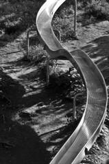 すべり台の曲線美:モノクロ版