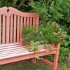 ピンク色ベンチ:寄せ植えディスプレイ