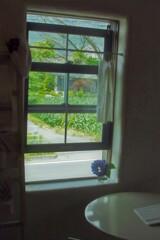 カフェの窓辺。
