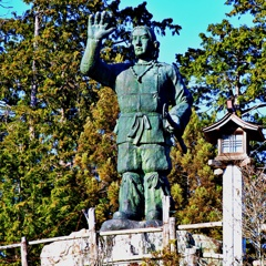 神社の公園の日本武尊(ヤマトタケル)像