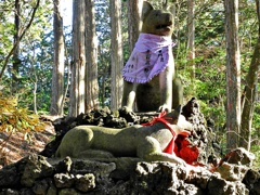 御眷属・お使いの神山犬(ニホンオオカミ)の像ー1