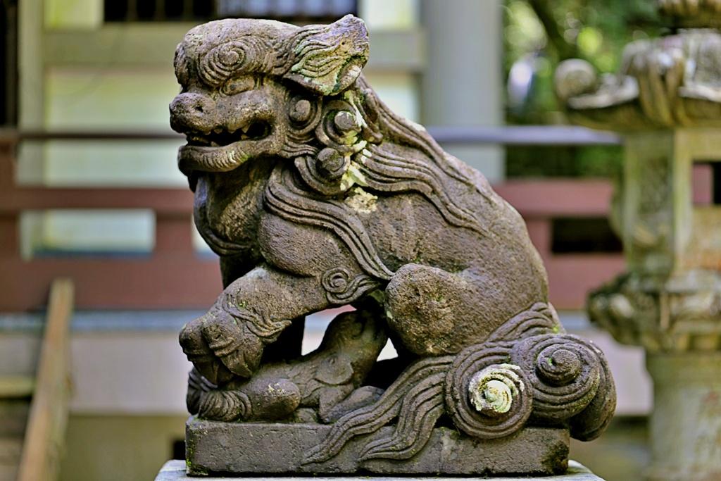 箱根山麓深森散歩:子育て狛犬