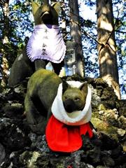 御眷属・お使いの神山犬(ニホンオオカミ)の像ー2